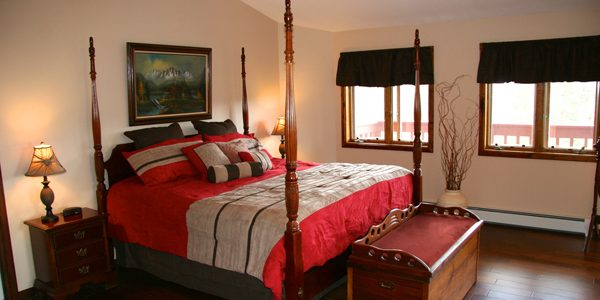 moonshadow-ranch-bedroom.jpg